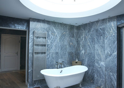 Reportage photo Father & Stone_ - salle de bain en marbre gris